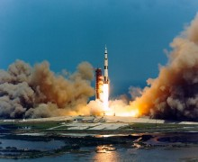 980px-Apollo_16_lift-off