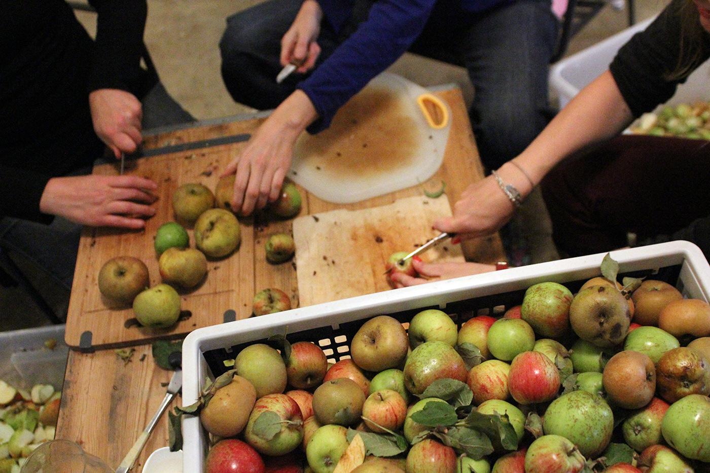 cider-maken-appels-snijden-2