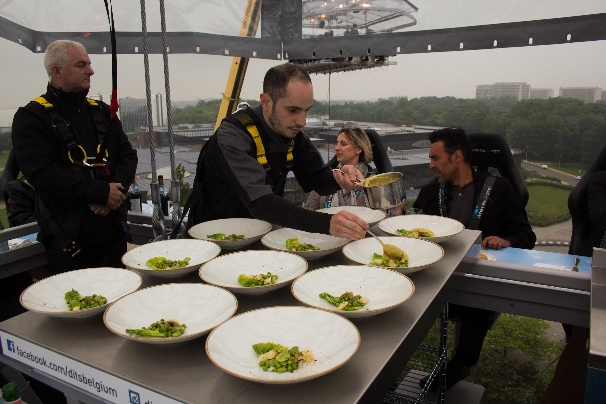 dinner in the sky-11