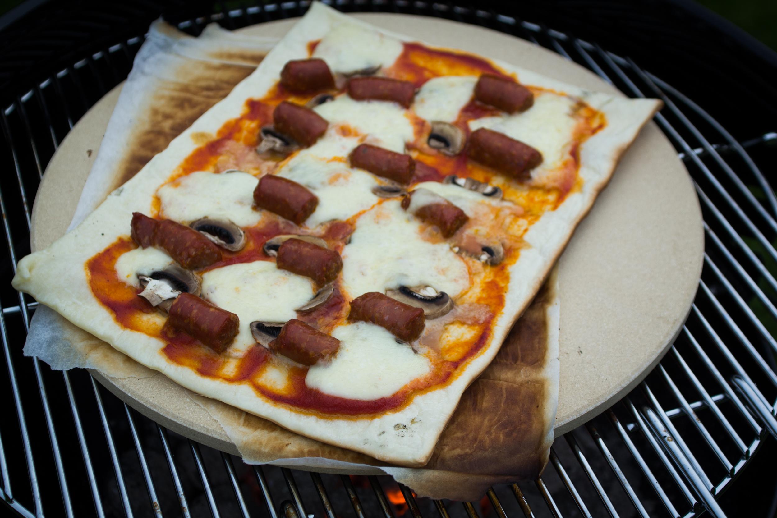 Pizza s bakken op de barbecue hot cuisine de pierre for Pizza bakken op tafel