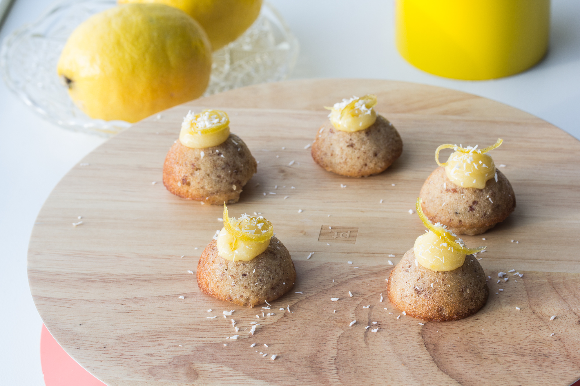financiers met lemon curd