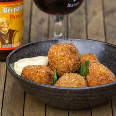 Bitterballen met Sint Bernardus