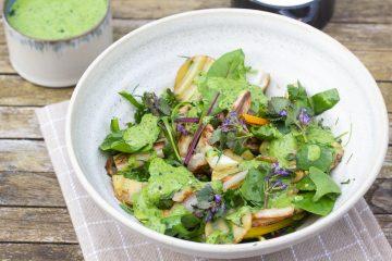 Maaltijdsalade met asperges, krieltjes, venkel en groenekruidendressing