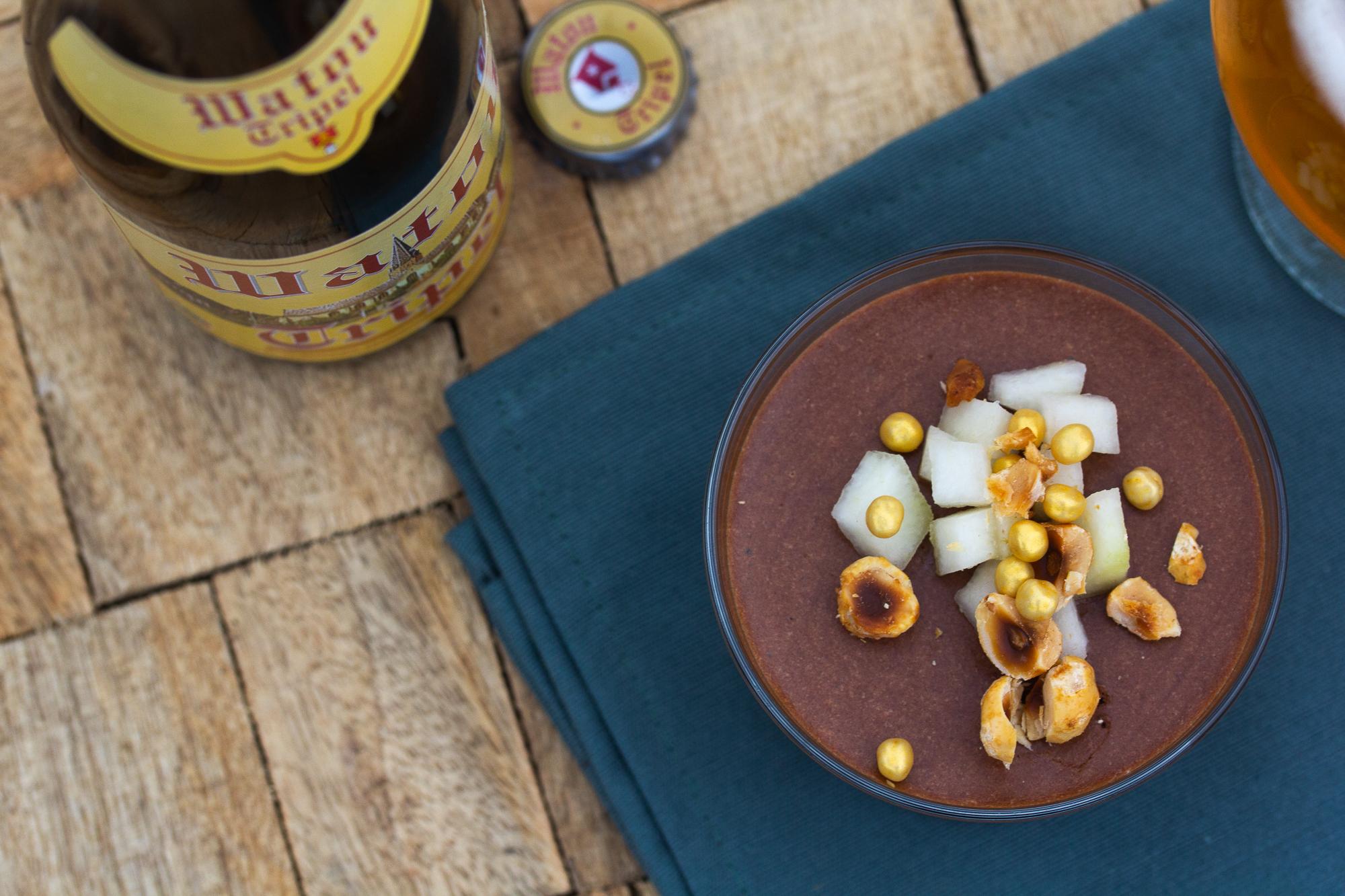 Chocomousse van Watou Tripel met peer en hazelnoot