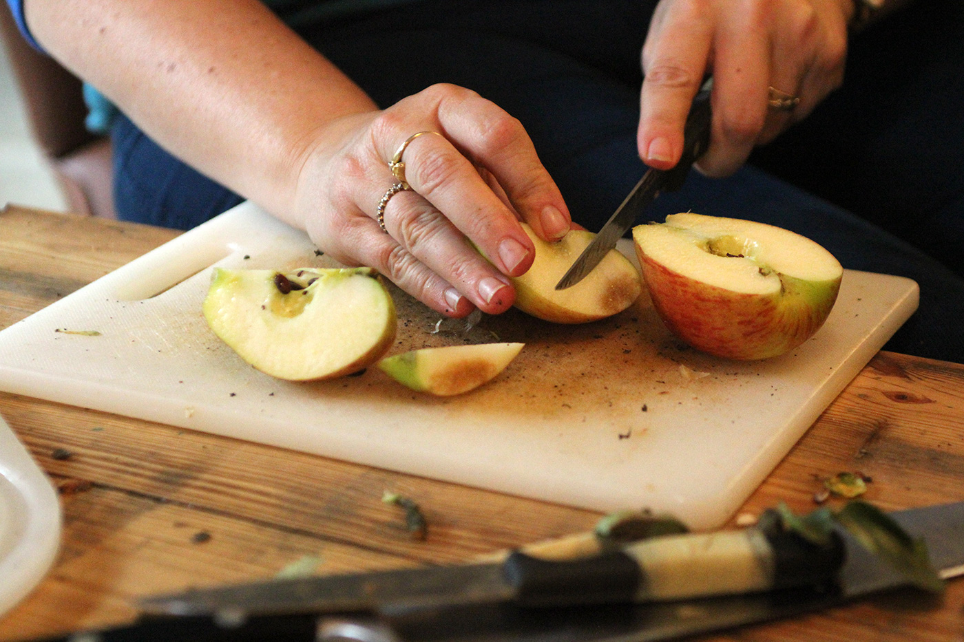 cider-maken-appel-snijden